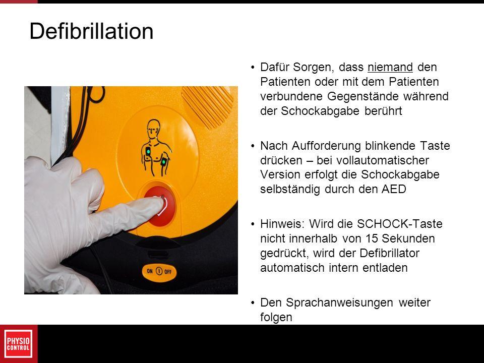 Defibrillation Dafür Sorgen, dass niemand den Patienten oder mit dem Patienten verbundene Gegenstände während der Schockabgabe berührt Nach Aufforderu