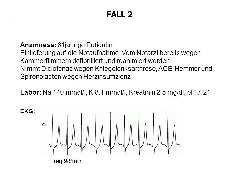 Anamnese: 61jährige Patientin. Einlieferung auf die Notaufnahme. Vom Notarzt bereits wegen Kammerflimmern defibrilliert und reanimiert worden. Nimmt D