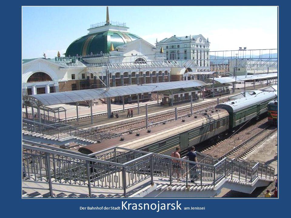Die Fahrt geht entlang des Jenissei Richtung KrasnojarskDie typische Landschaft Sibiriens Eine kleine Ansiedlung