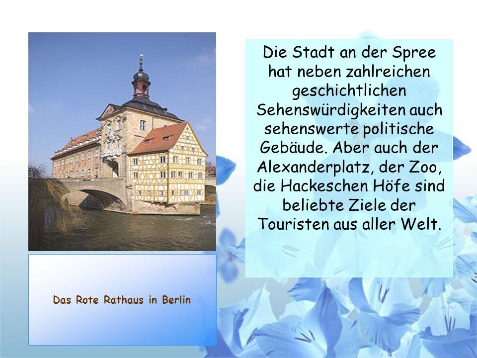 Das Rote Rathaus in Berlin Die Stadt an der Spree hat neben zahlreichen geschichtlichen Sehenswürdigkeiten auch sehenswerte politische Gebäude. Aber a
