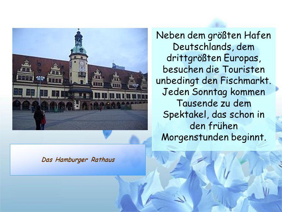 Das Hamburger Rathaus Neben dem größten Hafen Deutschlands, dem drittgrößten Europas, besuchen die Touristen unbedingt den Fischmarkt. Jeden Sonntag k