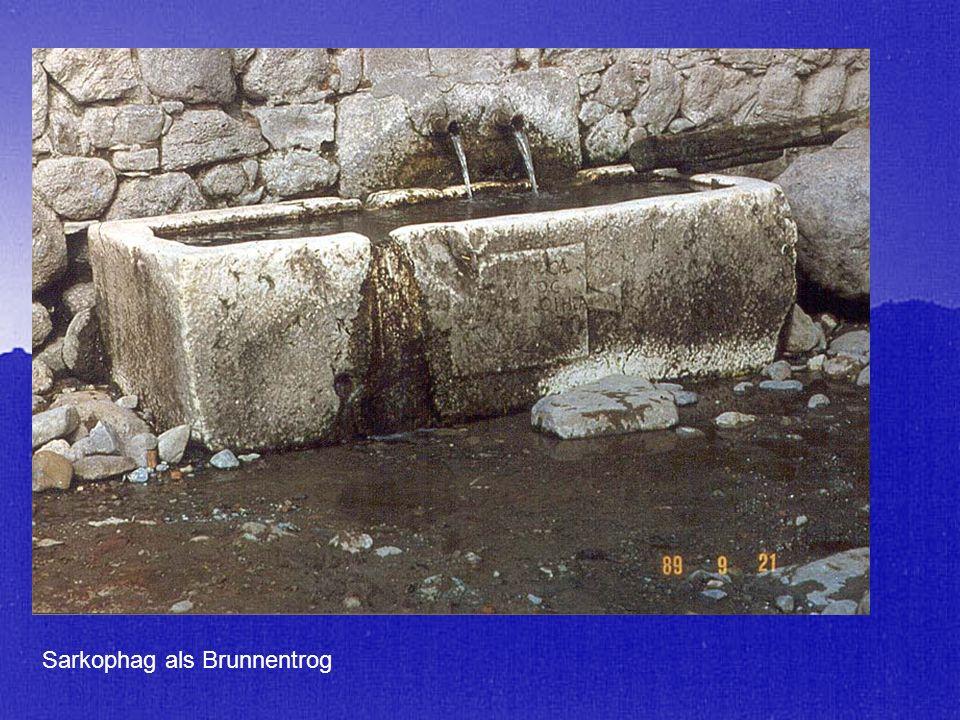 Sarkophag als Brunnentrog