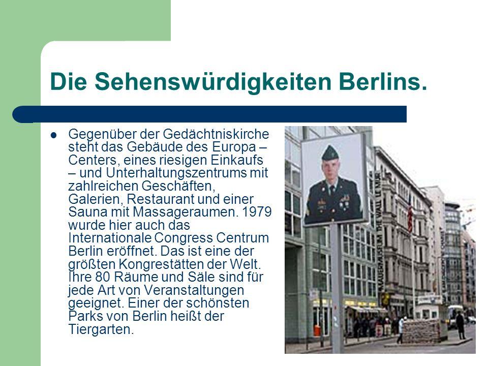 Die Sehenswürdigkeiten Berlins. Gegenüber der Gedächtniskirche steht das Gebäude des Europa – Centers, eines riesigen Einkaufs – und Unterhaltungszent