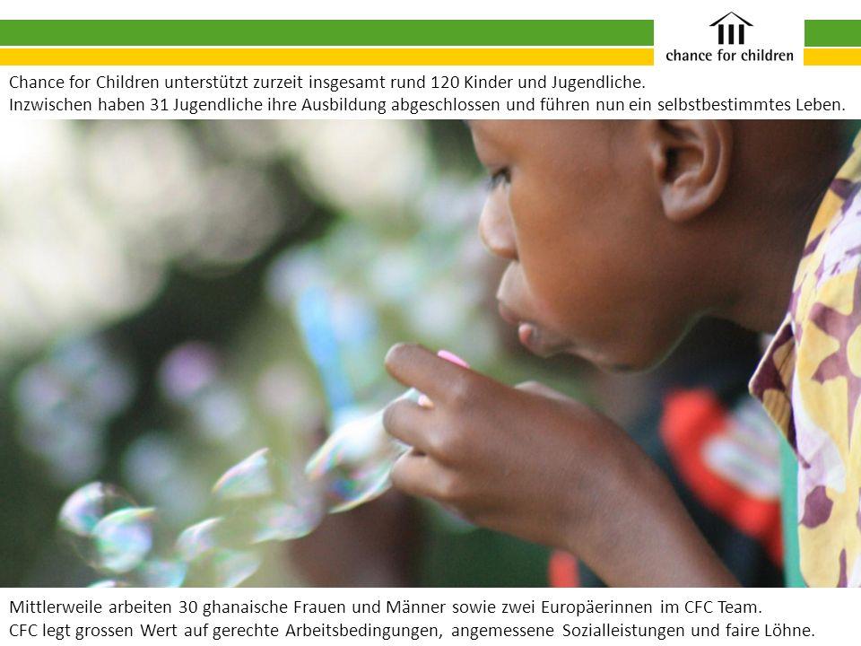Mittlerweile arbeiten 30 ghanaische Frauen und Männer sowie zwei Europäerinnen im CFC Team. CFC legt grossen Wert auf gerechte Arbeitsbedingungen, ang