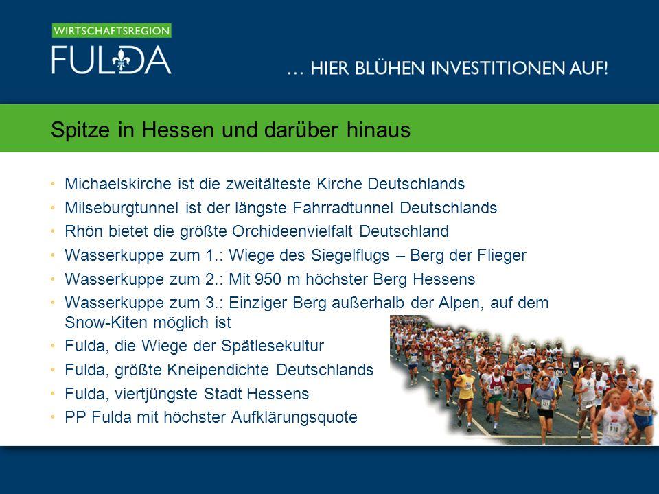 Spitze in Hessen und darüber hinaus Michaelskirche ist die zweitälteste Kirche Deutschlands Milseburgtunnel ist der längste Fahrradtunnel Deutschlands Rhön bietet die größte Orchideenvielfalt Deutschland Wasserkuppe zum 1.: Wiege des Siegelflugs – Berg der Flieger Wasserkuppe zum 2.: Mit 950 m höchster Berg Hessens Wasserkuppe zum 3.: Einziger Berg außerhalb der Alpen, auf dem Snow-Kiten möglich ist Fulda, die Wiege der Spätlesekultur Fulda, größte Kneipendichte Deutschlands Fulda, viertjüngste Stadt Hessens PP Fulda mit höchster Aufklärungsquote