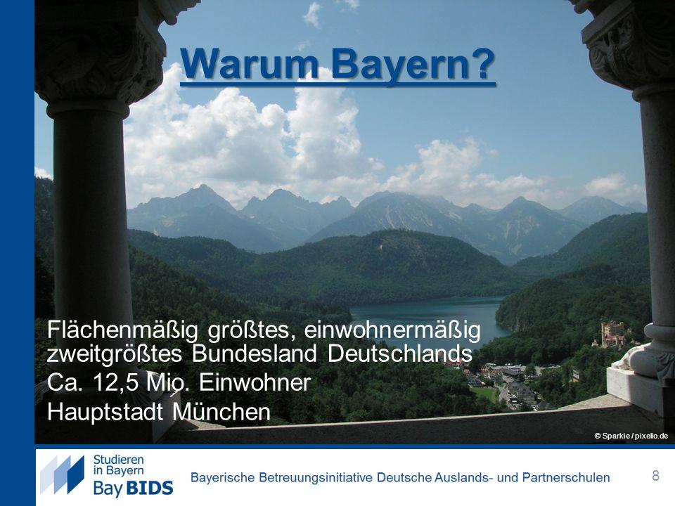Warum Bayern? Flächenmäßig größtes, einwohnermäßig zweitgrößtes Bundesland Deutschlands Ca. 12,5 Mio. Einwohner Hauptstadt München 8 © Sparkie / pixel