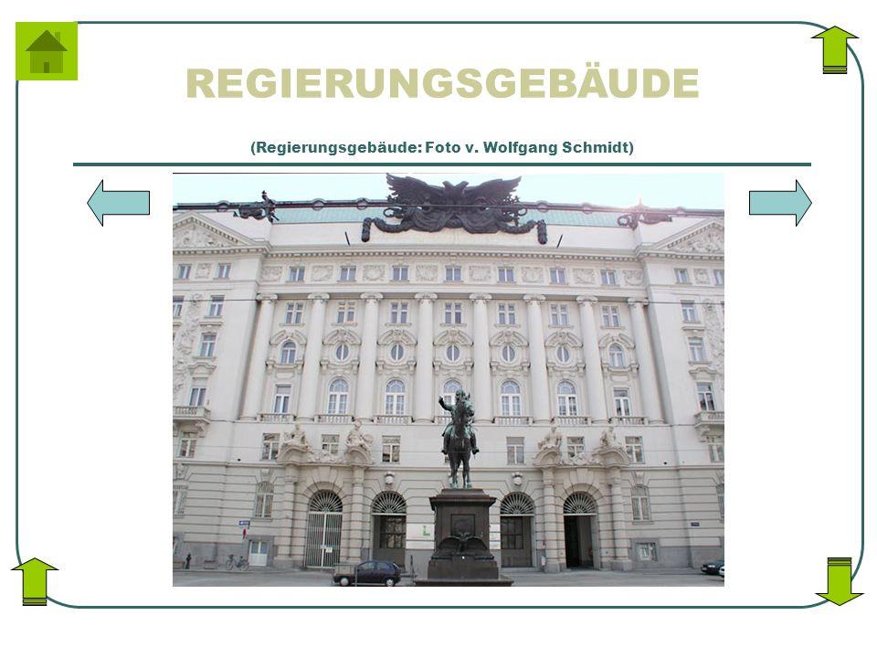 REGIERUNGSGEBÄUDE (Regierungsgebäude: Foto v. Wolfgang Schmidt)
