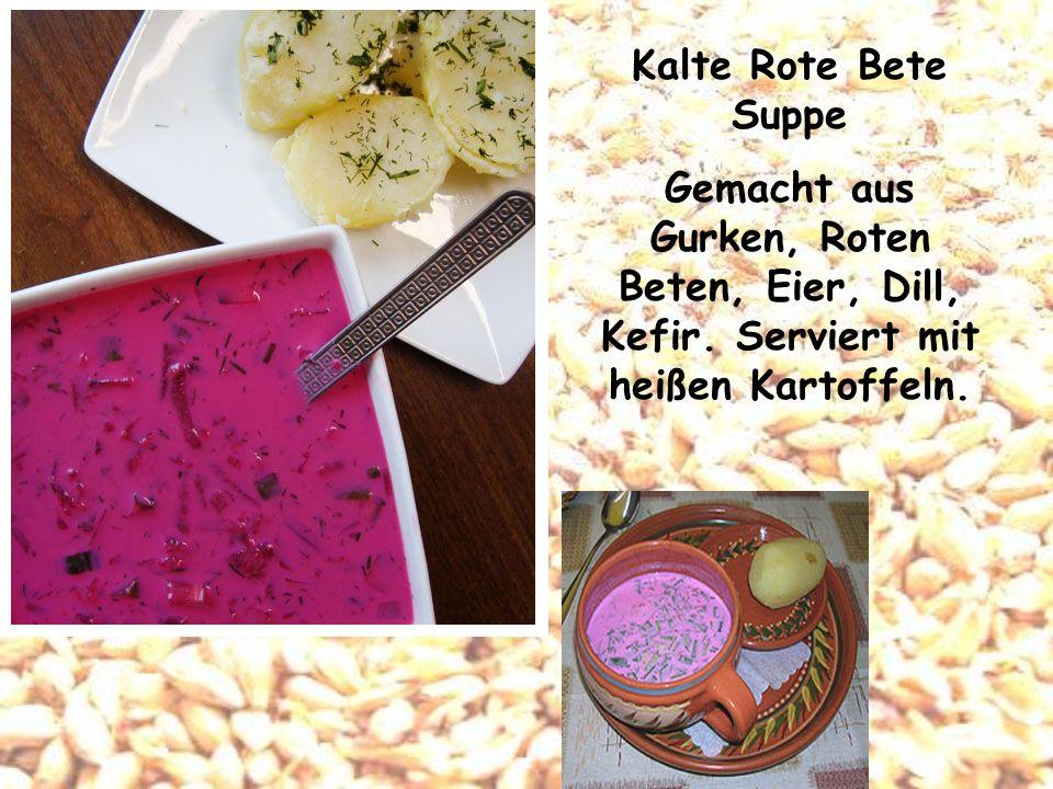 Kalte Rote Bete Suppe Gemacht aus Gurken, Roten Beten, Eier, Dill, Kefir. Serviert mit heißen Kartoffeln.