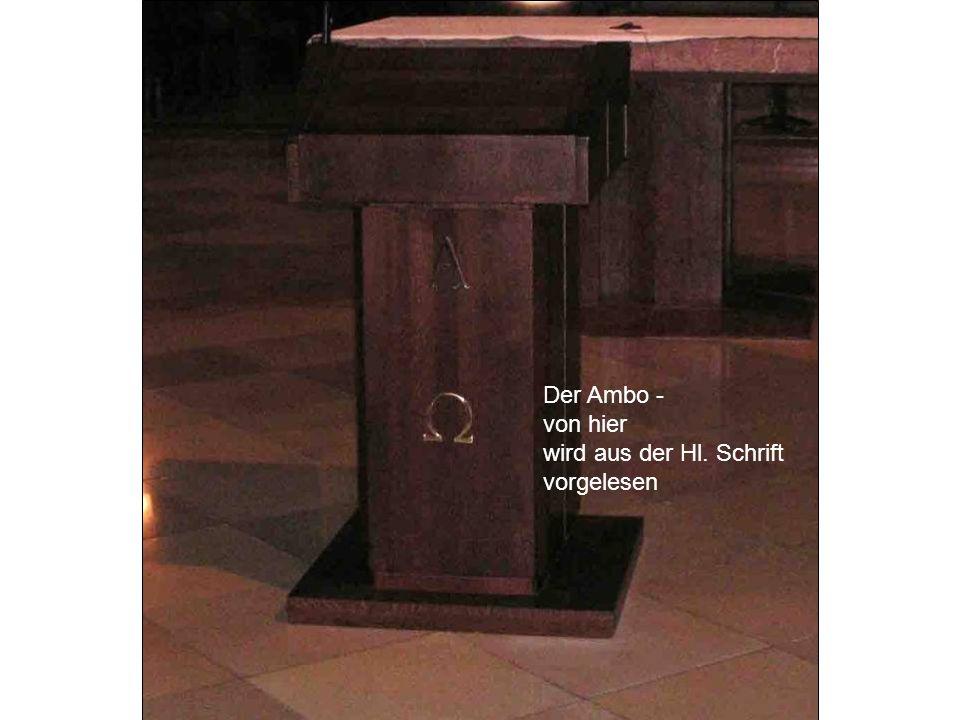 Der Ambo - von hier wird aus der Hl. Schrift vorgelesen