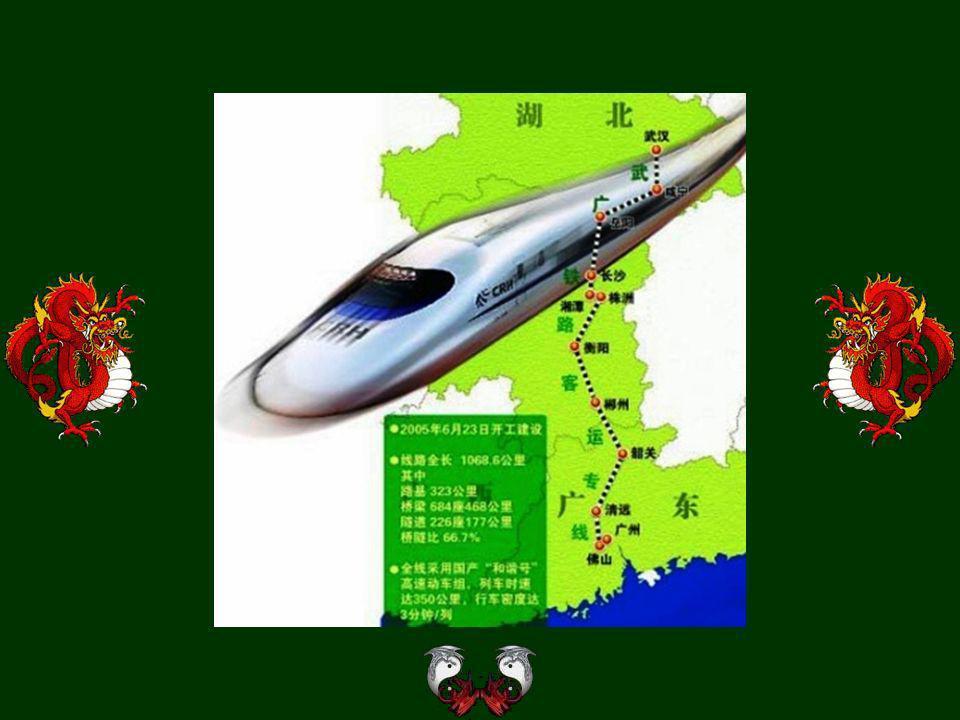 Das Bahnhof Wu-chan. Es geht 28 Zuggarnituren an der Trasse fast 1000 km langen zwischen Wu-chan und Kuang-tschou. Fahrzeit etwa 2 Stunden. Alle Bahnh