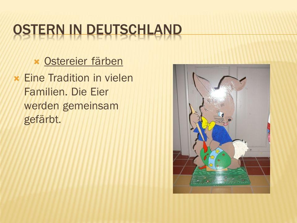 Ostereier färben Eine Tradition in vielen Familien. Die Eier werden gemeinsam gefärbt.