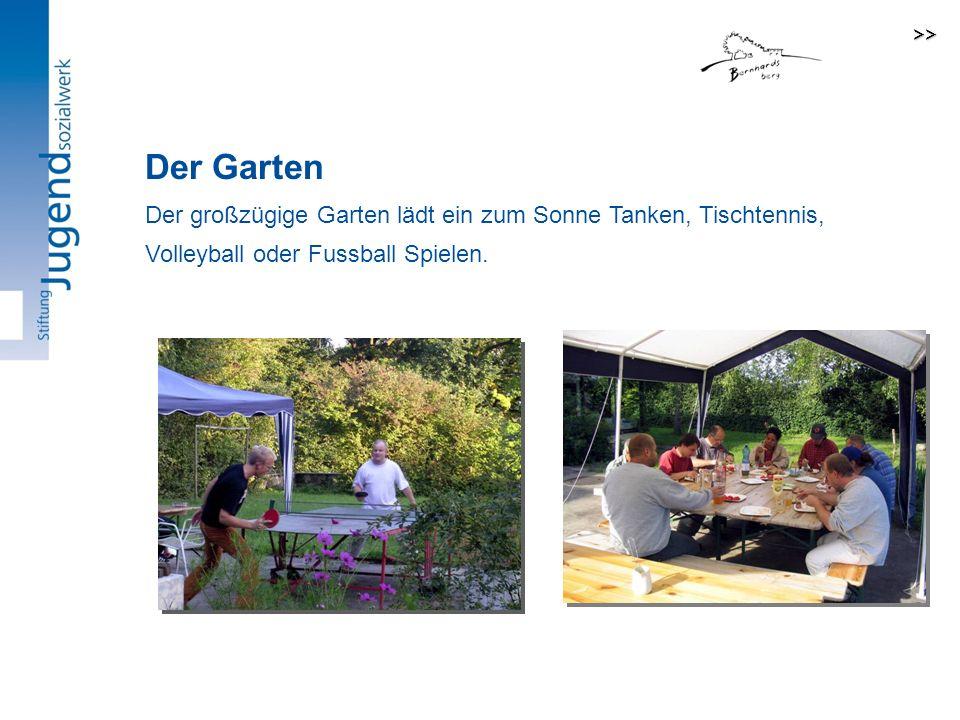 Der großzügige Garten lädt ein zum Sonne Tanken, Tischtennis, Volleyball oder Fussball Spielen.