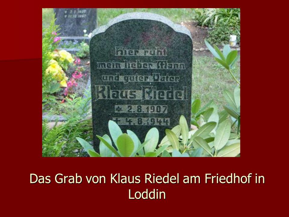 Das Grab von Klaus Riedel am Friedhof in Loddin