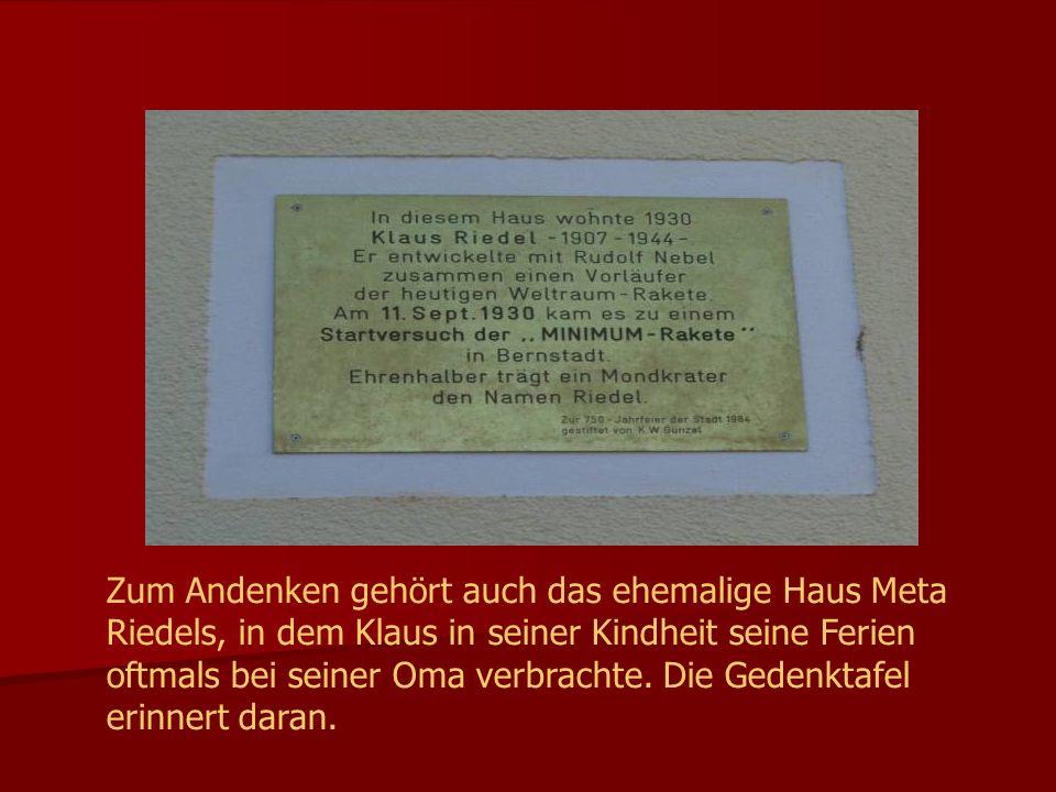 Zum Andenken gehört auch das ehemalige Haus Meta Riedels, in dem Klaus in seiner Kindheit seine Ferien oftmals bei seiner Oma verbrachte. Die Gedenkta