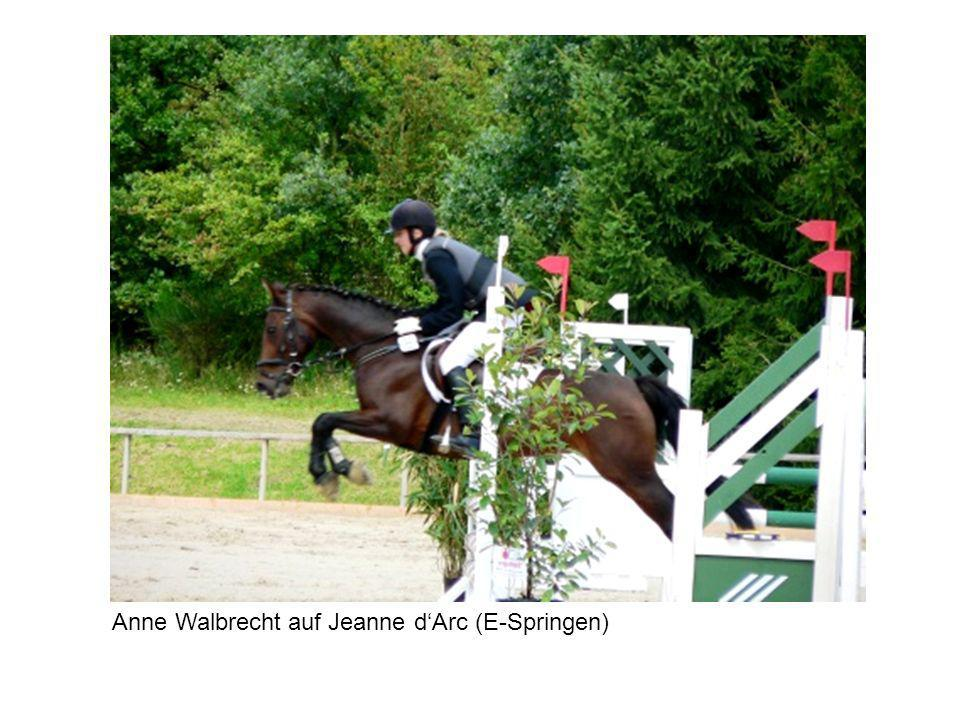Anne Walbrecht auf Jeanne dArc (E-Springen)