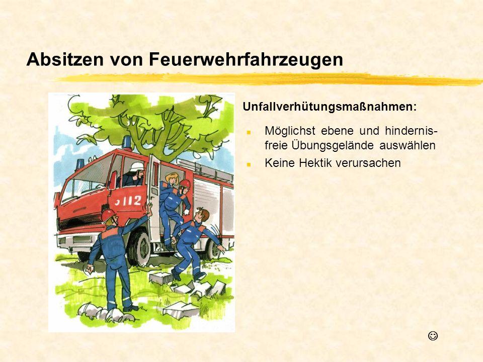 Absitzen von Feuerwehrfahrzeugen n Möglichst ebene und hindernis- freie Übungsgelände auswählen n Keine Hektik verursachen Unfallverhütungsmaßnahmen: