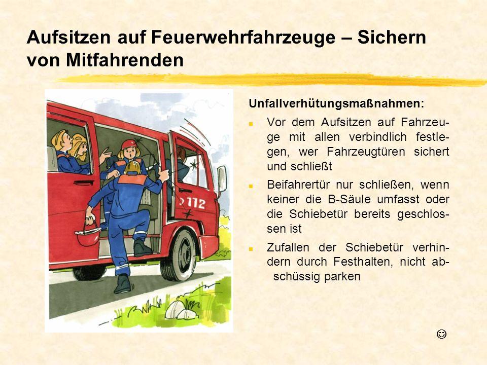 Aufsitzen auf Feuerwehrfahrzeuge – Sichern von Mitfahrenden Unfallverhütungsmaßnahmen: n Vor dem Aufsitzen auf Fahrzeu- ge mit allen verbindlich festl