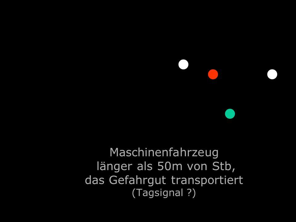 Maschinenfahrzeug länger als 50m von Stb, das Gefahrgut transportiert (Tagsignal ?).........