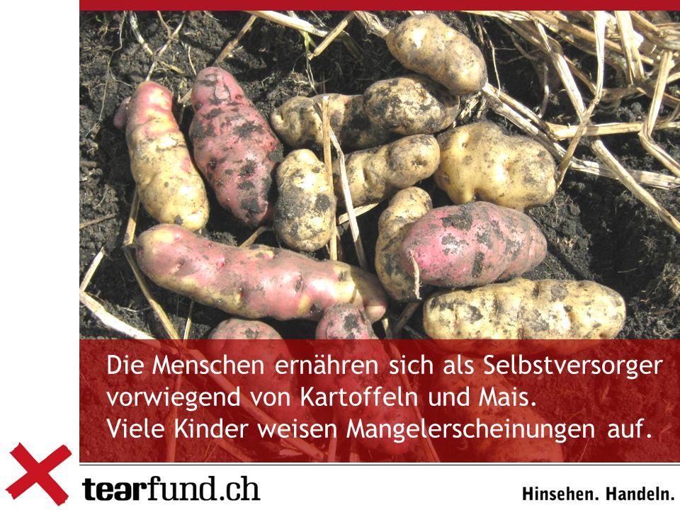 Die Menschen ernähren sich als Selbstversorger vorwiegend von Kartoffeln und Mais. Viele Kinder weisen Mangelerscheinungen auf.