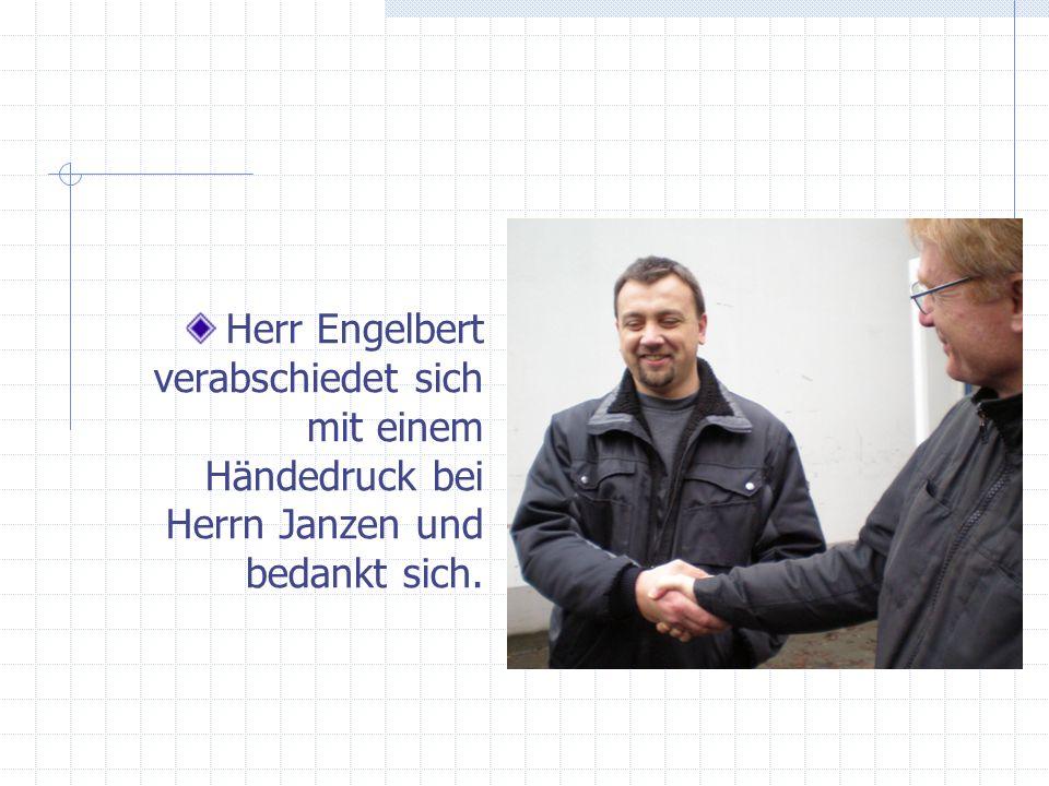 Herr Engelbert verabschiedet sich mit einem Händedruck bei Herrn Janzen und bedankt sich.