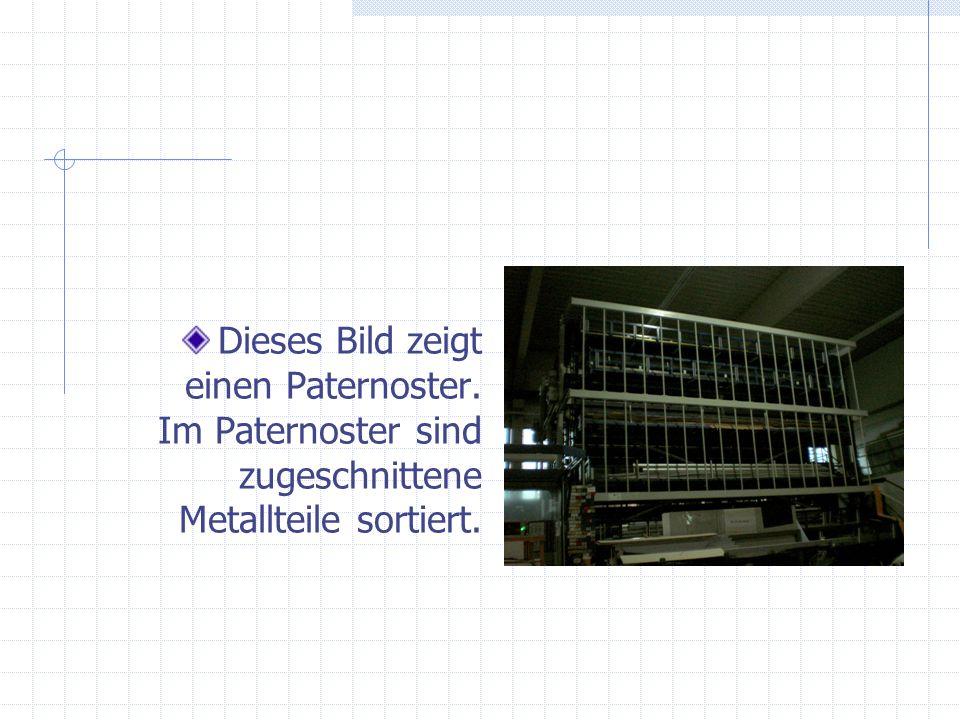 Dieses Bild zeigt einen Paternoster. Im Paternoster sind zugeschnittene Metallteile sortiert.