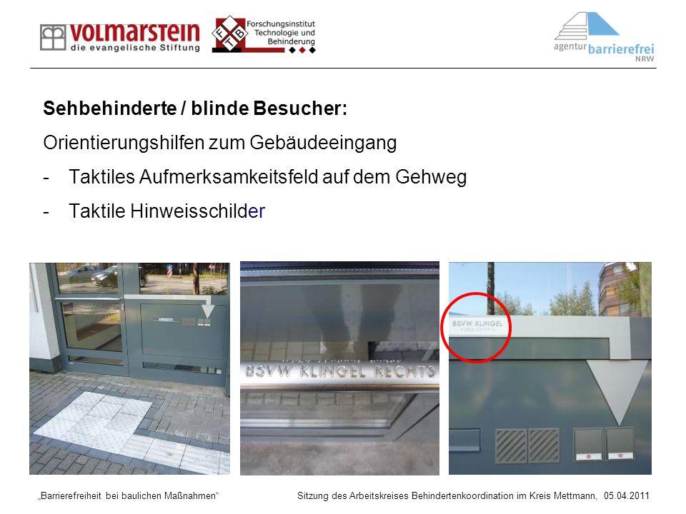 Barrierefreiheit bei baulichen Maßnahmen Sitzung des Arbeitskreises Behindertenkoordination im Kreis Mettmann, 05.04.2011 Anforderungen an Bodenindikatoren -mit allen Langstockspitzen gut zu ertasten -möglichst mit den Füßen wahrnehmbar Bild: Leitfaden Straßen NRW