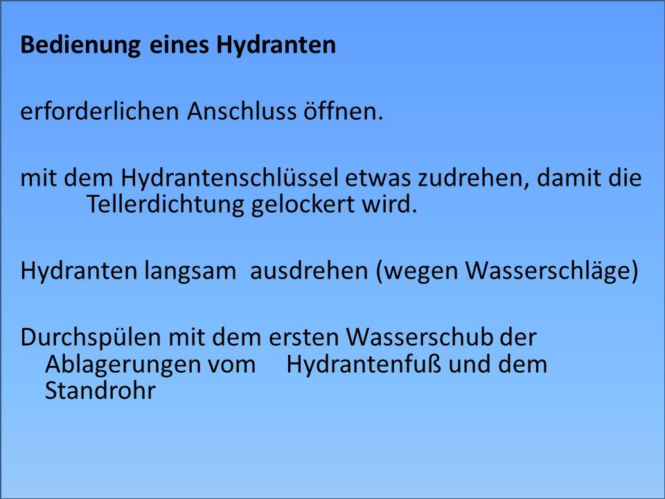 Bedienung eines Hydranten erforderlichen Anschluss öffnen. mit dem Hydrantenschlüssel etwas zudrehen, damit die Tellerdichtung gelockert wird. Hydrant