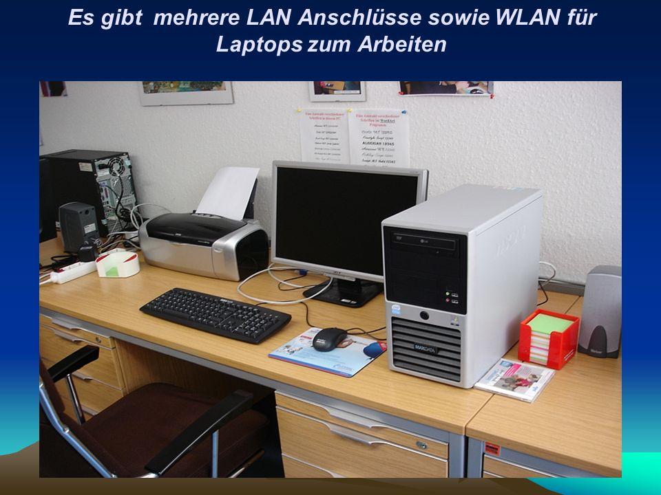 Es gibt mehrere LAN Anschlüsse sowie WLAN für Laptops zum Arbeiten