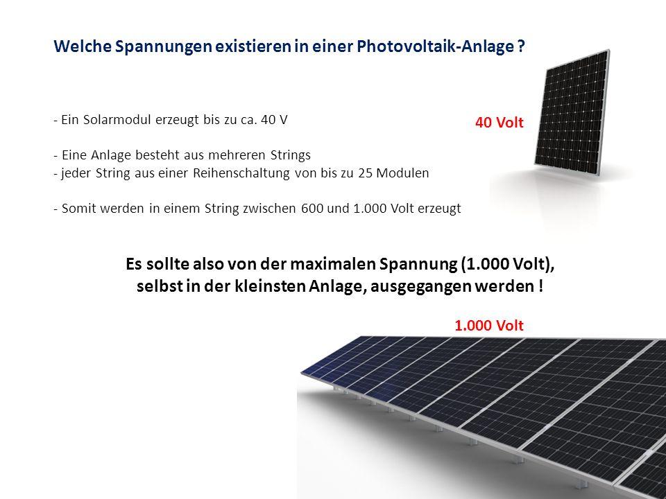 Welche Spannungen existieren in einer Photovoltaik-Anlage ? - Ein Solarmodul erzeugt bis zu ca. 40 V - Eine Anlage besteht aus mehreren Strings - jede