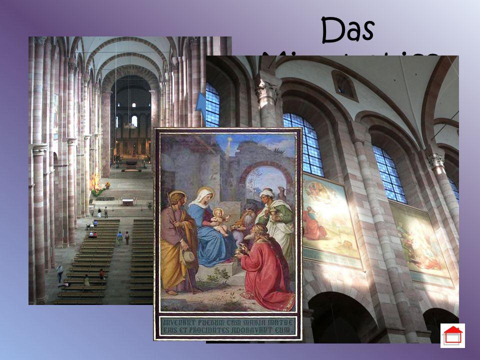 Das Mittelschiff Höhe des Mittelschiffs: 33 m Keine Säulen hohe un dicke Pfeiler mit halbrunden Bögen wirkt hell durch viele kleinen Fenster unter den