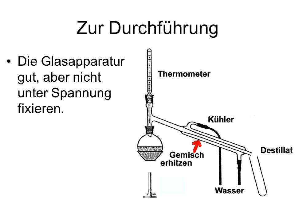 Zur Durchführung Die Glasapparatur gut, aber nicht unter Spannung fixieren.