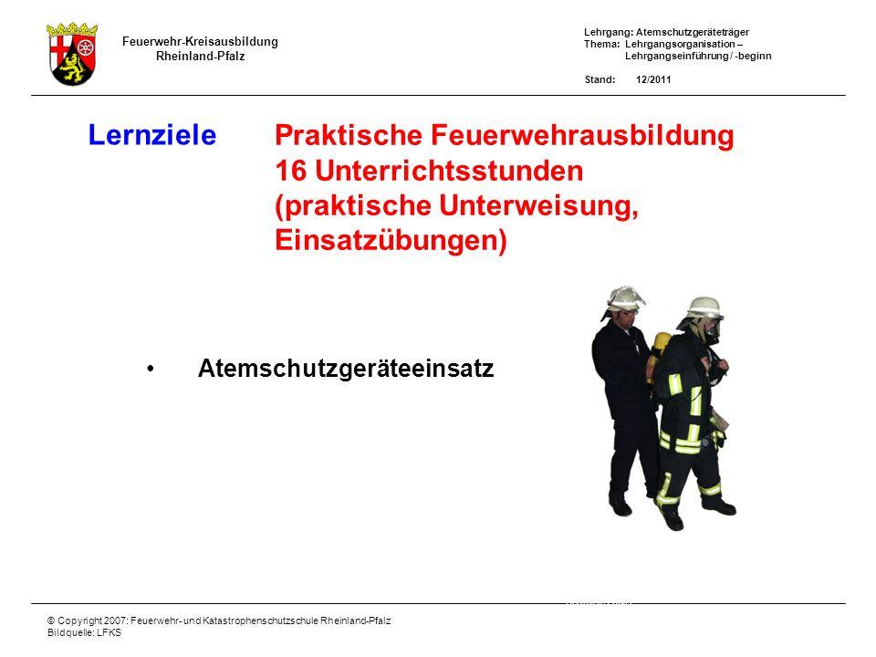 Lehrgang: Atemschutzgeräteträger Thema: Lehrgangsorganisation – Lehrgangseinführung / -beginn Stand: 12/2011 Feuerwehr-Kreisausbildung Rheinland-Pfalz © Copyright 2007: Feuerwehr- und Katastrophenschutzschule Rheinland-Pfalz Bildquelle: LFKS Lernerfolgskontrolle Gemäß § 17 Absatz 1 der Feuerwehrver- ordnung (FwVO) ist mit Abschluss jeder Ausbildung festzustellen, ob die Teilnehmer das Ausbildungsziel erreicht haben.