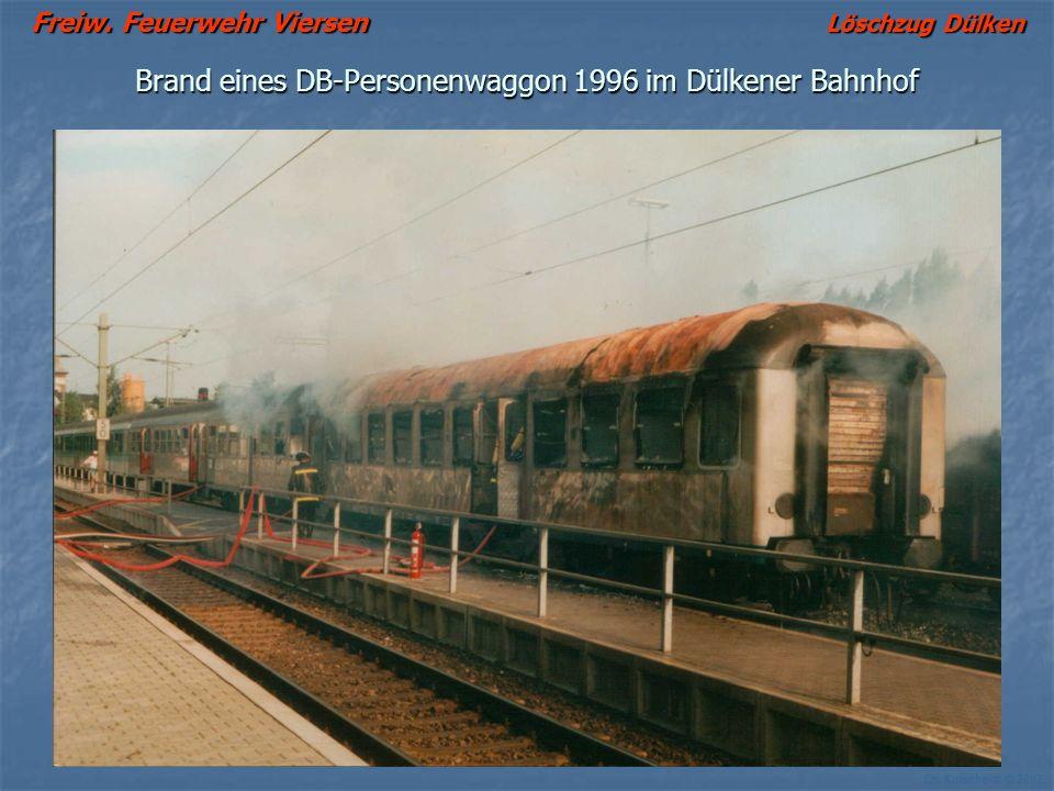 Freiw. Feuerwehr Viersen Löschzug Dülken Ch. Kutscheidt © 2002 Brand eines DB-Personenwaggon 1996 im Dülkener Bahnhof