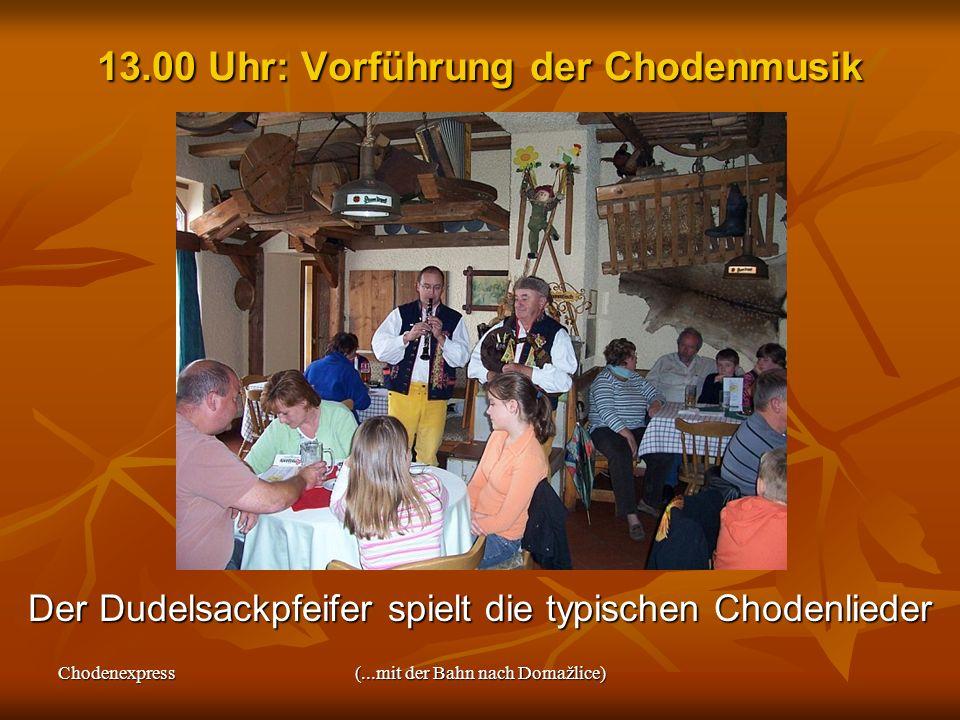 Chodenexpress(...mit der Bahn nach Domažlice) 13.00 Uhr: Vorführung der Chodenmusik Der Dudelsackpfeifer spielt die typischen Chodenlieder