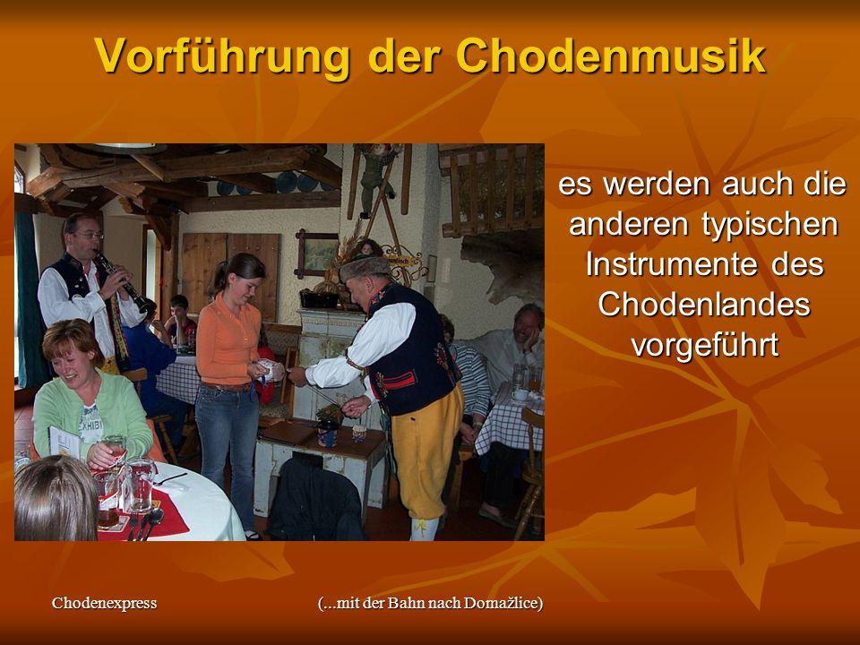 Chodenexpress(...mit der Bahn nach Domažlice) 13.30 Uhr: Stadtführung Stadtführung beginnt unter der mittelalterlichen Chodenburg Stadtführung beginnt unter der mittelalterlichen Chodenburg