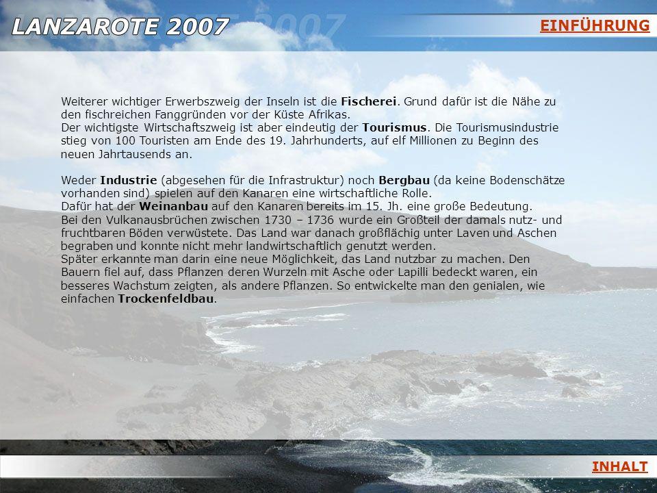 FUERTEVENTURA Beispiel einer Sicheldüne in den Corralejo - Dünen Sicheldünen bilden sich aus flachen Sandhügeln auf festem Boden: Wind treibt Sand die Schräge hinauf, der an der Lee– Seite herunterfällt.