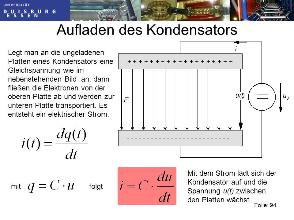 Aufladen des Kondensators Legt man an die ungeladenen Platten eines Kondensators eine Gleichspannung wie im nebenstehenden Bild an, dann fließen die Elektronen von der oberen Platte ab und werden zur unteren Platte transportiert.