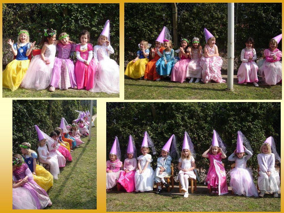 Danach bereiteten sich die Ritter für das Tournier vor und die Hofdamen setzten sich auf die Zuschauerplätze.