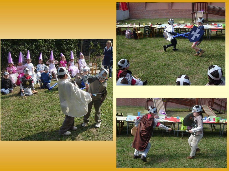 Es gab Tauziehen, durch einen Ring die Lanzen werfen, auch Kämpfe, die unter den Hofdamen großen Beifall fanden!