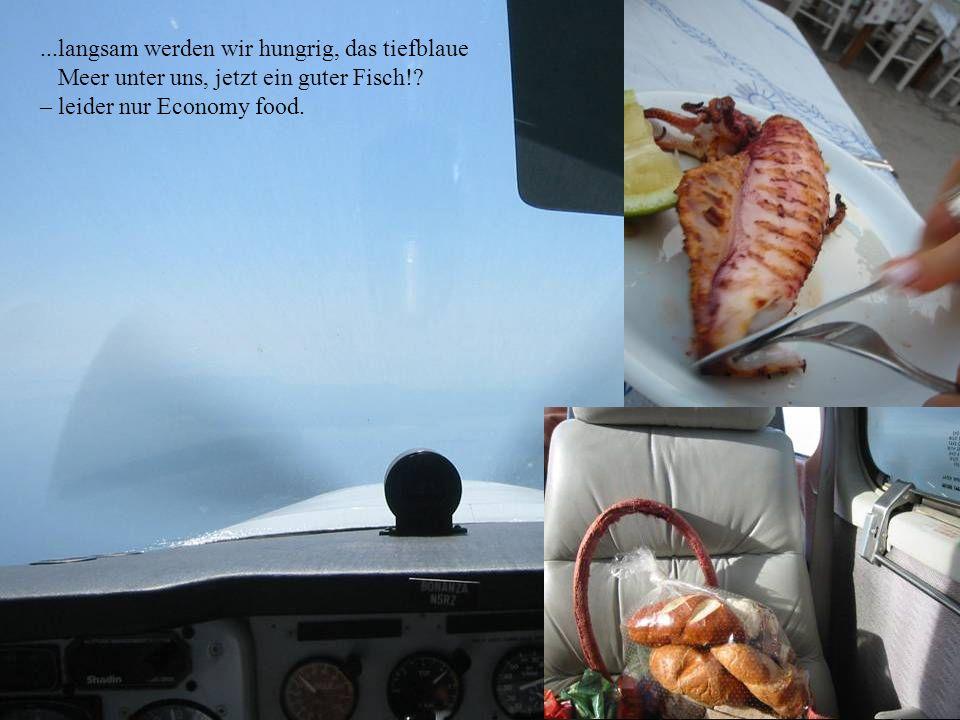 ...langsam werden wir hungrig, das tiefblaue Meer unter uns, jetzt ein guter Fisch!.