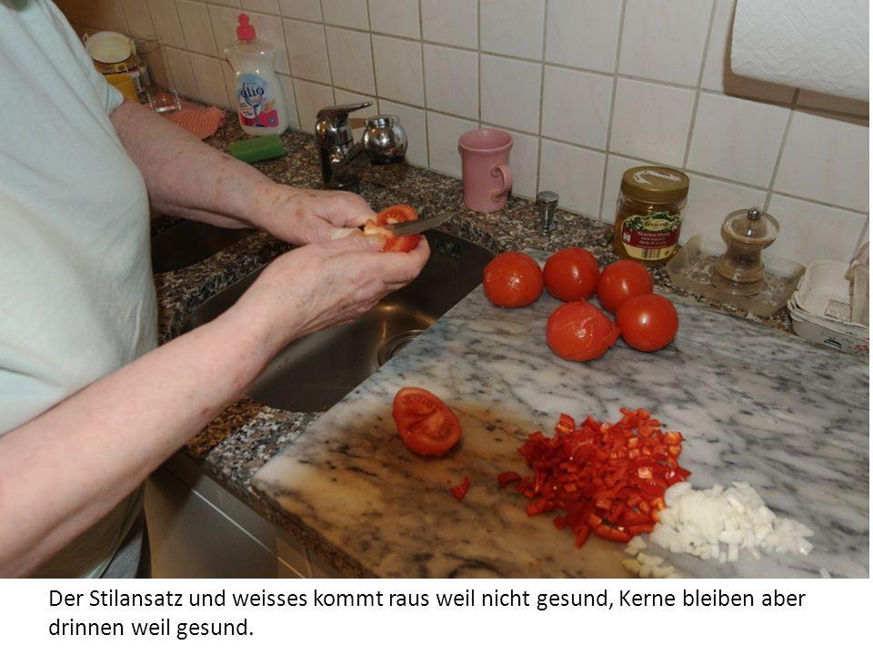 Tomaten werden nun geschält.