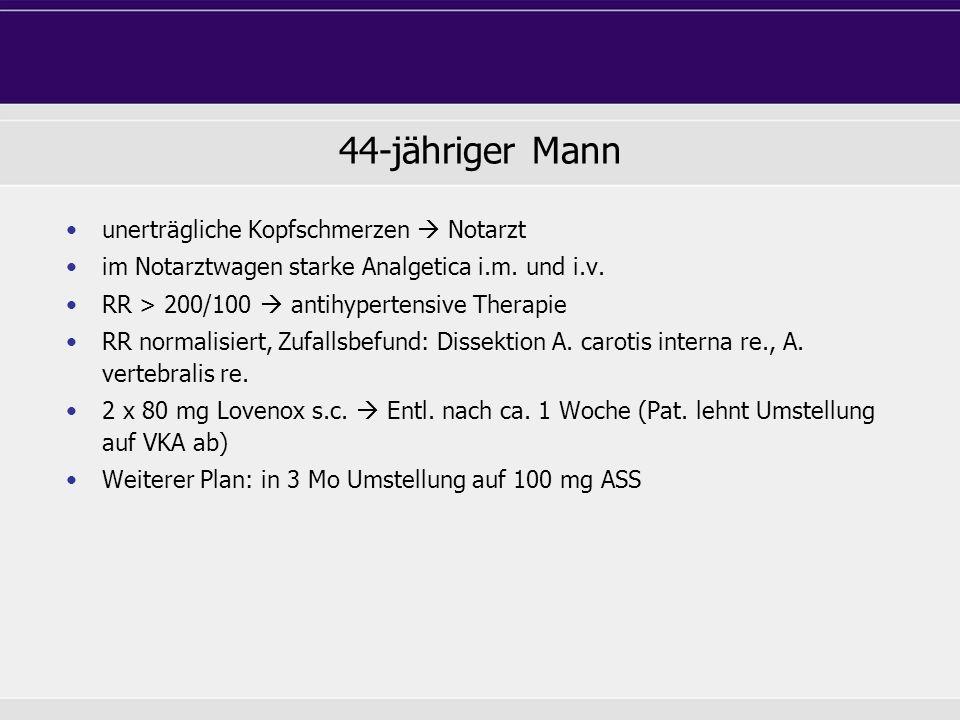 44-jähriger Mann unerträgliche Kopfschmerzen Notarzt im Notarztwagen starke Analgetica i.m. und i.v. RR > 200/100 antihypertensive Therapie RR normali