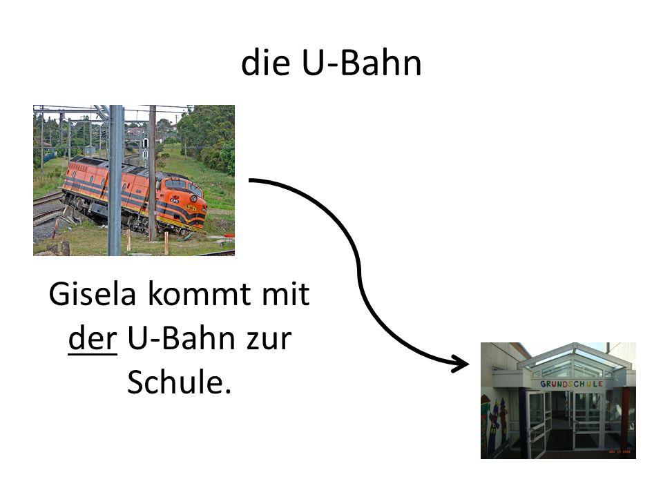die U-Bahn Gisela kommt mit der U-Bahn zur Schule.
