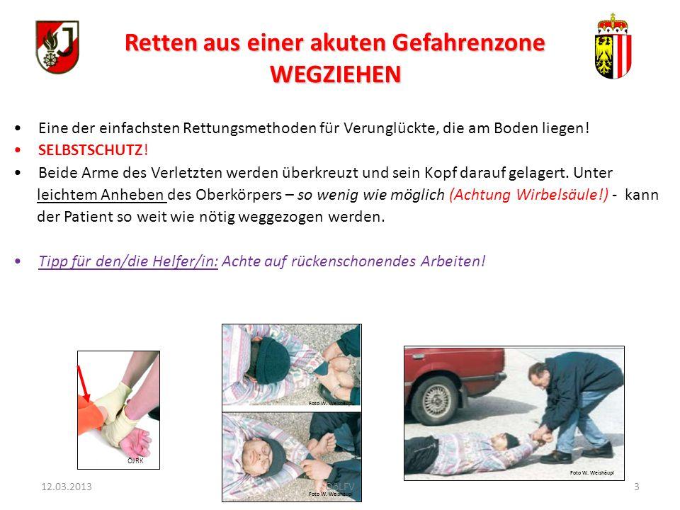3 Eine der einfachsten Rettungsmethoden für Verunglückte, die am Boden liegen! SELBSTSCHUTZ! Beide Arme des Verletzten werden überkreuzt und sein Kopf