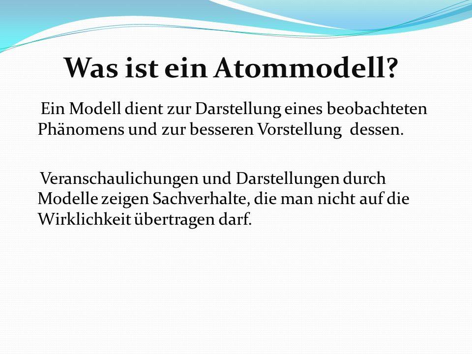 Rutherfordsches Atommodell (1911) Rutherfordscher Streuversuch =>Positiver Atomkern und Atomhülle Elektrische Feldstärke so enorm, dass die gesamte positive Ladung in einem Kern konzentriert sein muss.