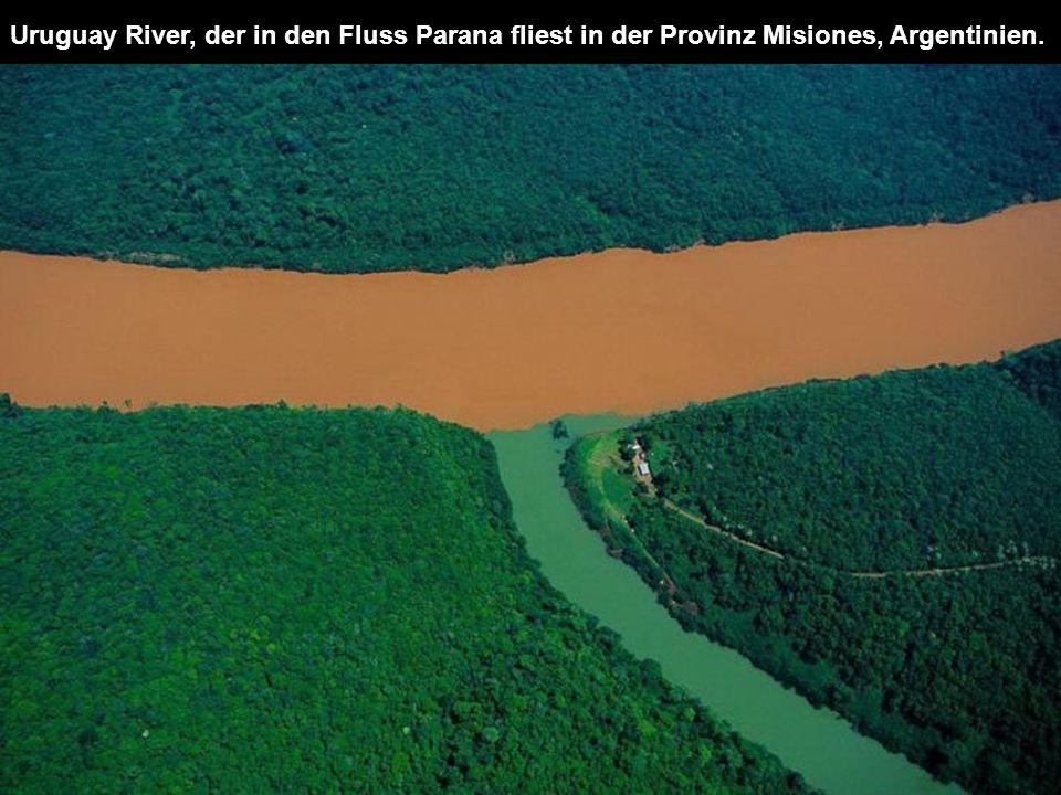 Uruguay River, der in den Fluss Parana fliest in der Provinz Misiones, Argentinien.