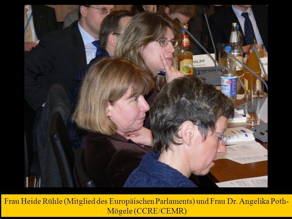 Frau Heide Rühle (Mitglied des Europäischen Parlaments) und Frau Dr. Angelika Poth- Mögele (CCRE/CEMR)