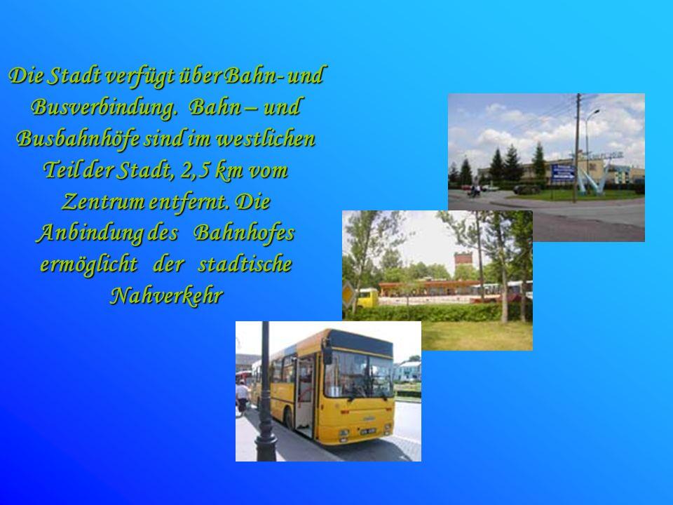 Die Stadt verfügt über Bahn- und Busverbindung. Bahn – und Busbahnhöfe sind im westlichen Teil der Stadt, 2,5 km vom Zentrum entfernt. Die Anbindung d