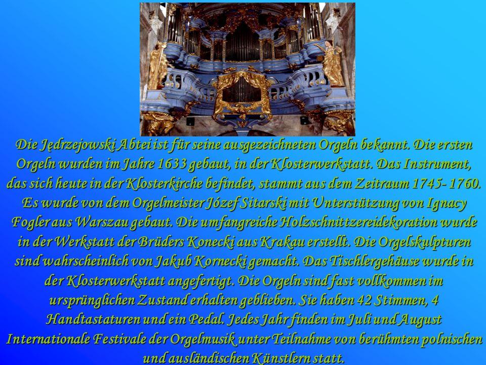 Die Jędrzejowski Abtei ist für seine ausgezeichneten Orgeln bekannt. Die ersten Orgeln wurden im Jahre 1633 gebaut, in der Klosterwerkstatt. Das Instr