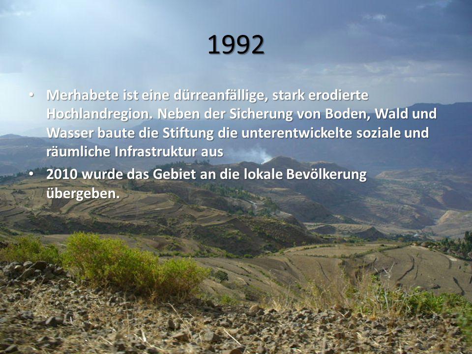 1992 Merhabete ist eine dürreanfällige, stark erodierte Hochlandregion. Neben der Sicherung von Boden, Wald und Wasser baute die Stiftung die unterent
